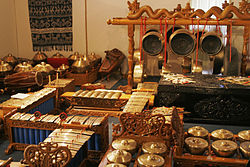Traditional_indonesian_instruments02.jpg