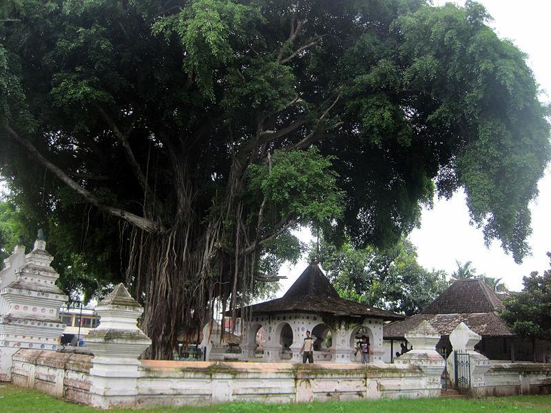 baranilerida_800px-Keraton_Kanoman_Cirebon.jpg